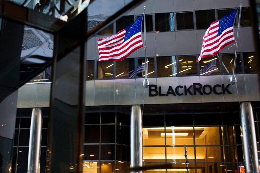 blackrock fonlarinin bir kismini bitcoin vadeli islemlerine koyabilir 602117f1e5577